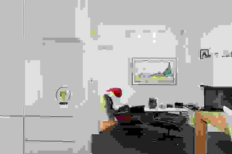 Wohnen/ Kaminecke Minimalistische Wohnzimmer von schüller.innenarchitektur Minimalistisch Glas