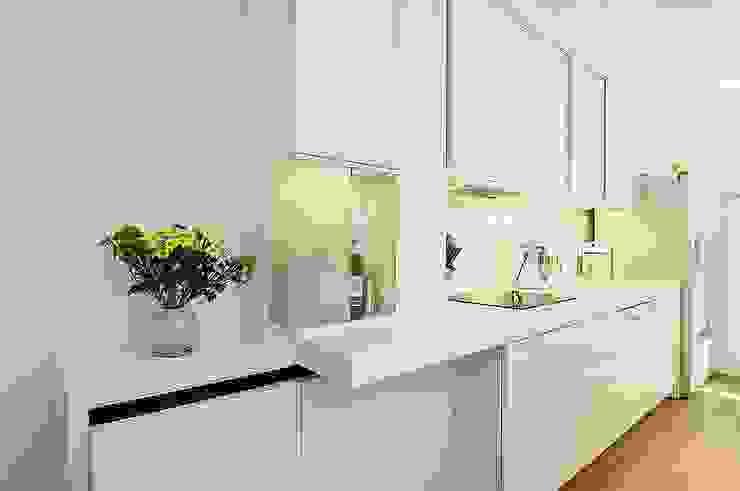 Küche von schüller.innenarchitektur Minimalistisch Glas