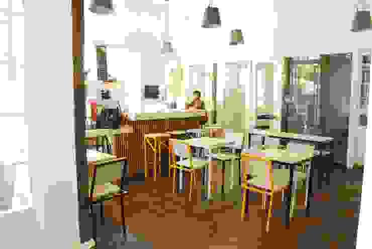 Monky Coffee Comedores de estilo rural de Viga Arqutiectos Rural Madera Acabado en madera