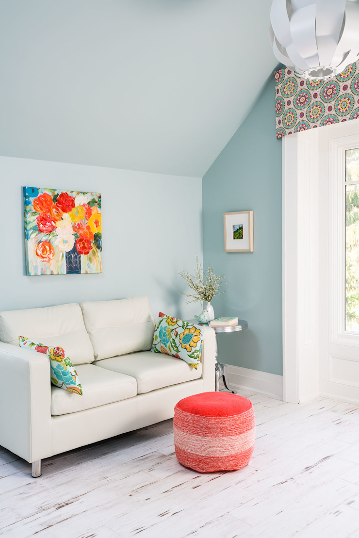 Colourful Sitting Room Modern living room by Frahm Interiors Modern