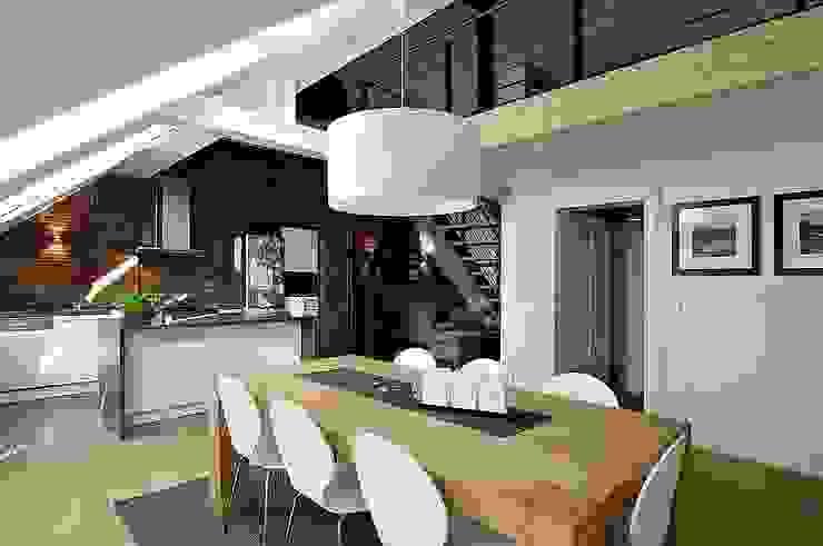 Phòng ăn phong cách hiện đại bởi schüller.innenarchitektur Hiện đại Gỗ Wood effect