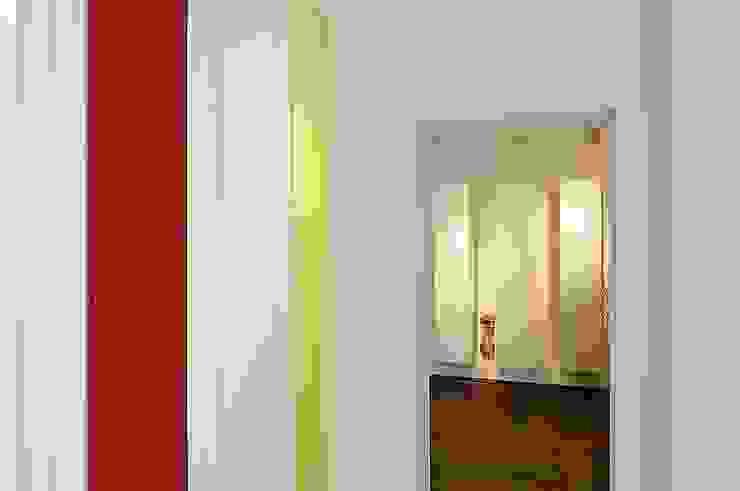 Pasillos, vestíbulos y escaleras minimalistas de schüller.innenarchitektur Minimalista Madera Acabado en madera