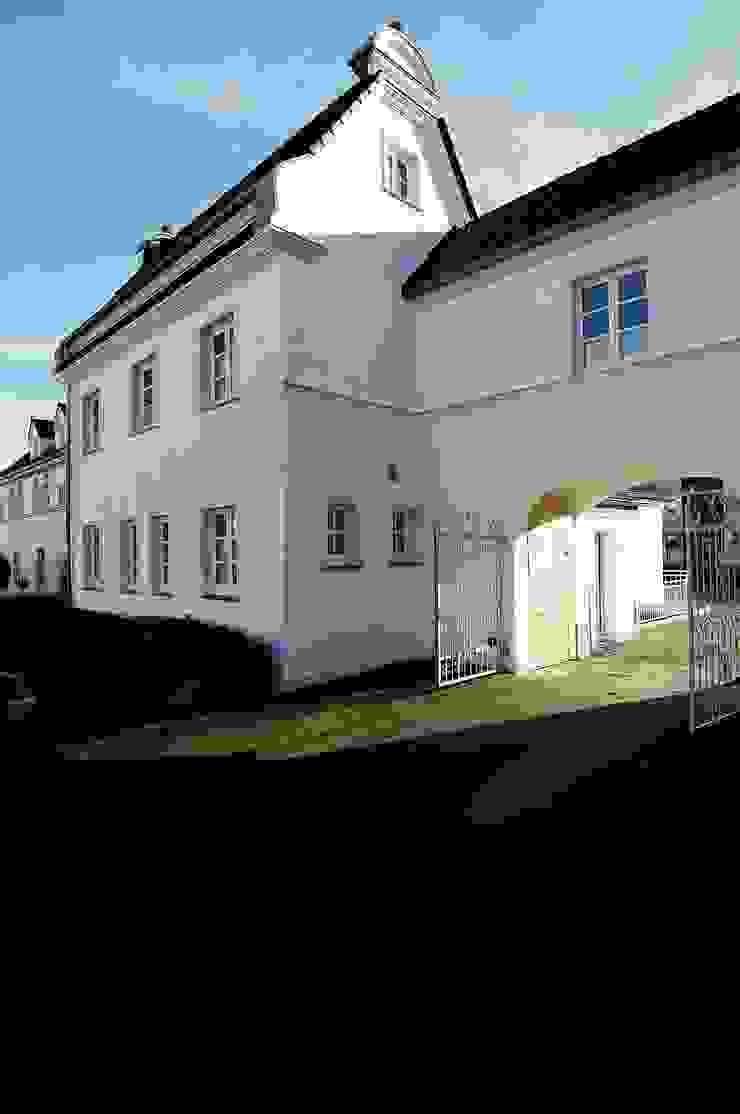 Außenansicht der ursprünglichen Verwaltung von schüller.innenarchitektur Klassisch Ziegel