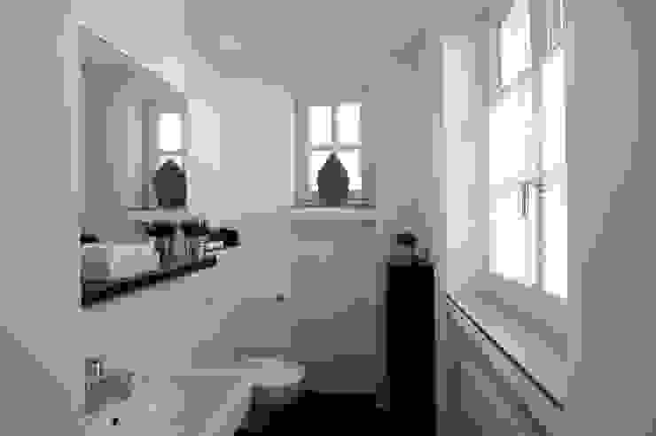 schüller.innenarchitektur Salle de bain asiatique Céramique Blanc