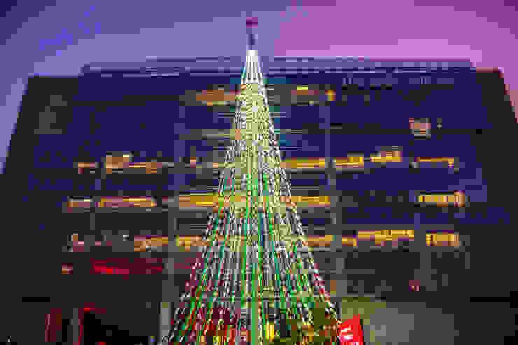 Árbol de Navidad Coca Cola 2015 de Tetralux Arquitectos Ecléctico