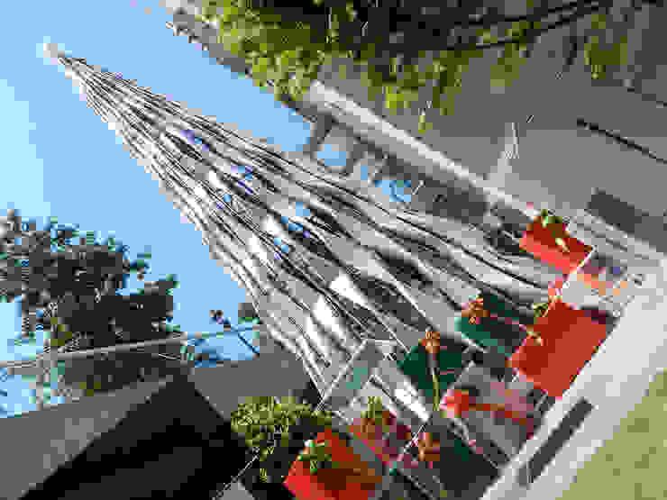 Árbol de Navidad Metrogas 2015 de Tetralux Arquitectos Ecléctico