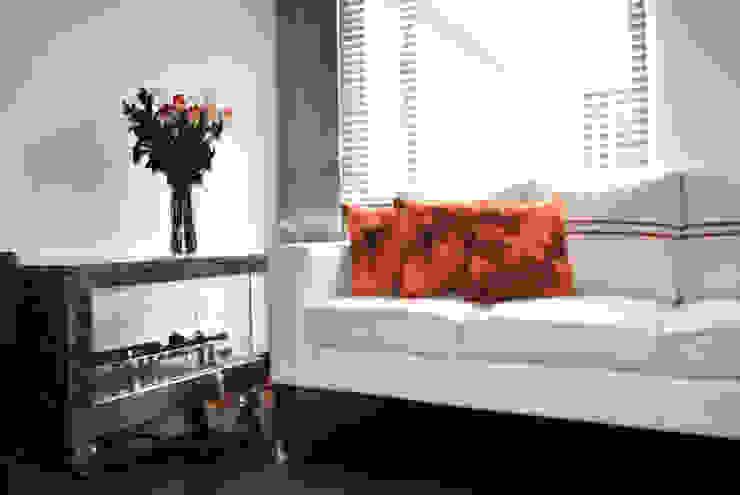 sofa en piel color almendra de in Design & Craft Moderno Piel Gris
