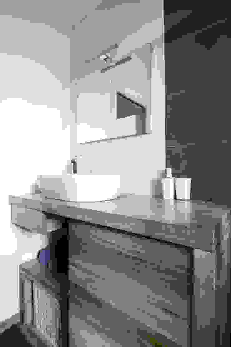 Bathroom Bagno minimalista di Domenico Architetto Moschetto Minimalista