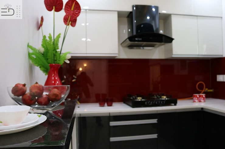 Modular Kitchen - Hand crafted Kitchen using Traditional Method by Carpenter by Enrich Interiors & Decors Modern