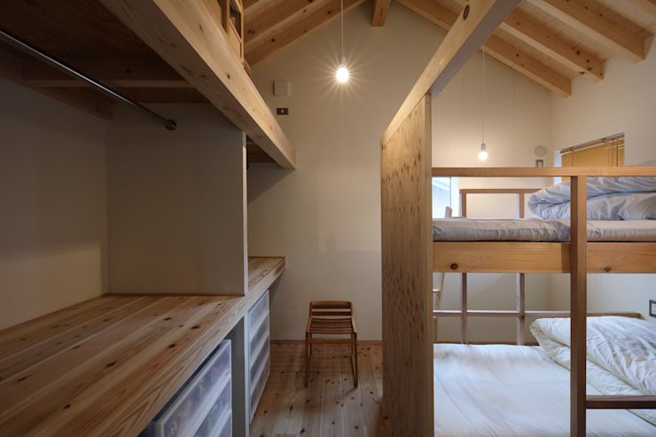 子供部屋 芦田成人建築設計事務所 北欧デザインの 子供部屋 木