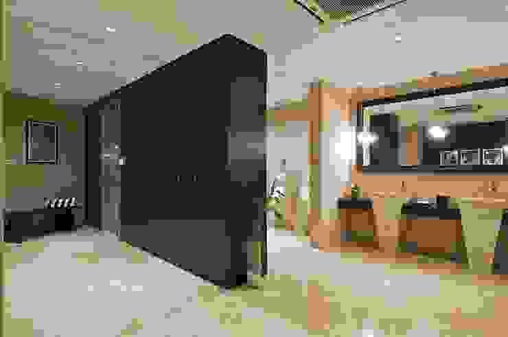 Lodha Bellissimo Clubhouse Modern bathroom by Racheta Interiors Pvt Limited Modern