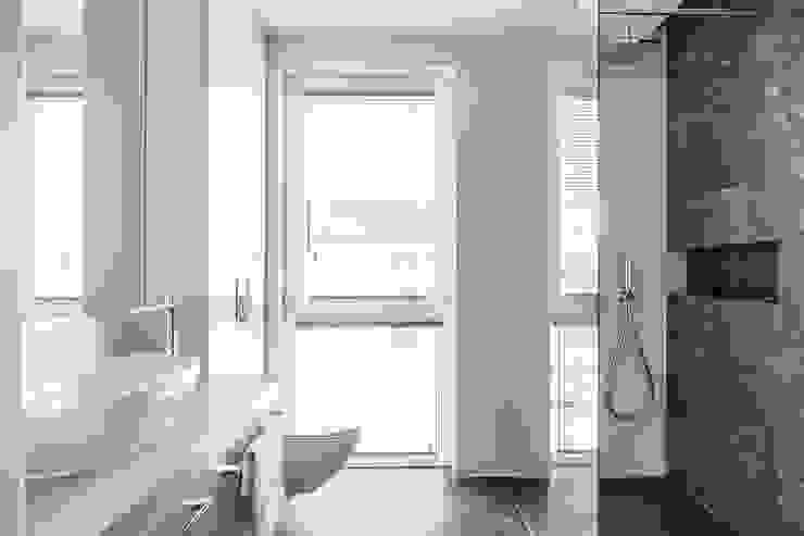 APARTAMENT - GDYNIA KOSAKOWO Klasyczna łazienka od Anna Serafin Architektura Wnętrz Klasyczny
