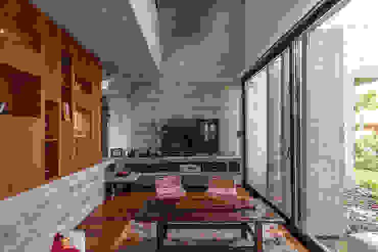 Sala multimediale moderna di Besonías Almeida arquitectos Moderno Cemento