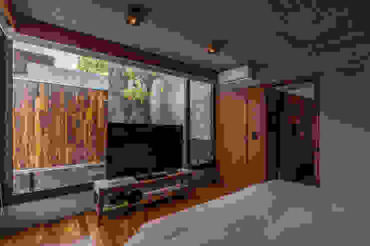 Casa Aranzazu Dormitorios modernos: Ideas, imágenes y decoración de Besonías Almeida arquitectos Moderno Hormigón