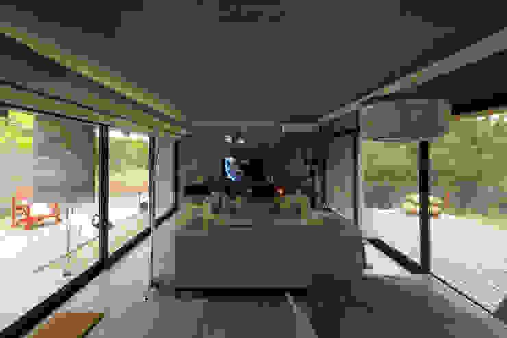 Salas de estilo minimalista de Besonías Almeida arquitectos Minimalista Concreto