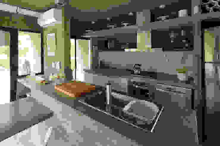 Cocinas de estilo minimalista de Besonías Almeida arquitectos Minimalista Concreto
