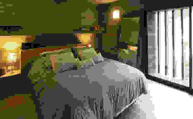 Casa S & S: Dormitorios de estilo  por Besonías Almeida arquitectos