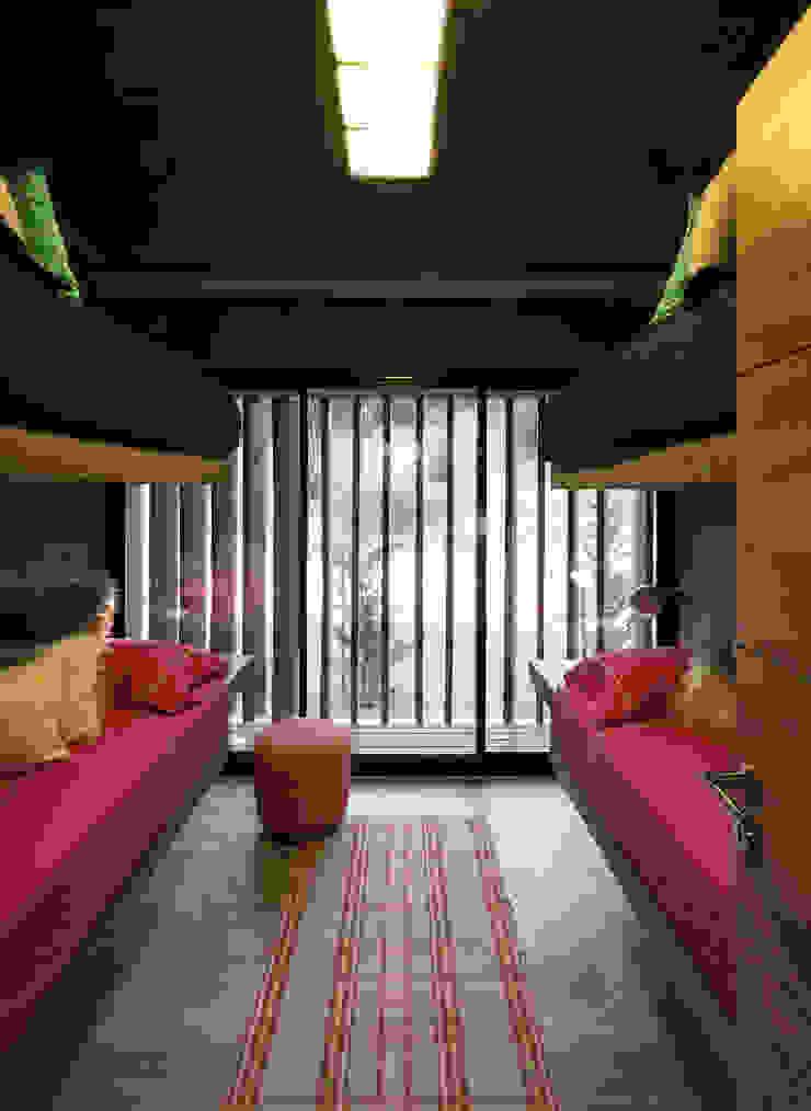 Cuartos de estilo minimalista de Besonías Almeida arquitectos Minimalista Concreto