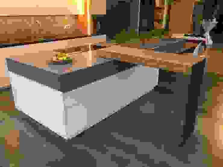 Küche im Industrie Loft Style mit aufgeklaptem Schwenktresen Ebbecke GmbH - excellent einrichten Industriale Küchen Marmor Grau