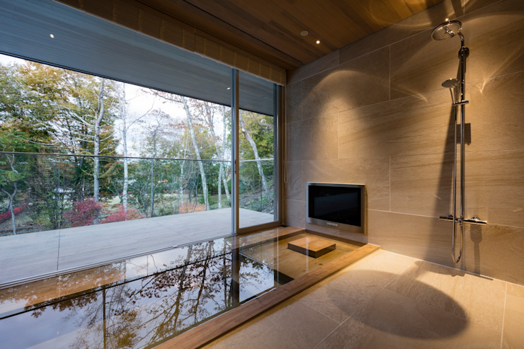 Modern bathroom by Mアーキテクツ|高級邸宅 豪邸 注文住宅 別荘建築 LUXURY HOUSES | M-architects Modern Tiles
