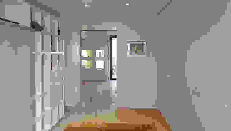 Maison à Landouge Jean-Paul Magy architecte d'intérieur Couloir, entrée, escaliers modernes