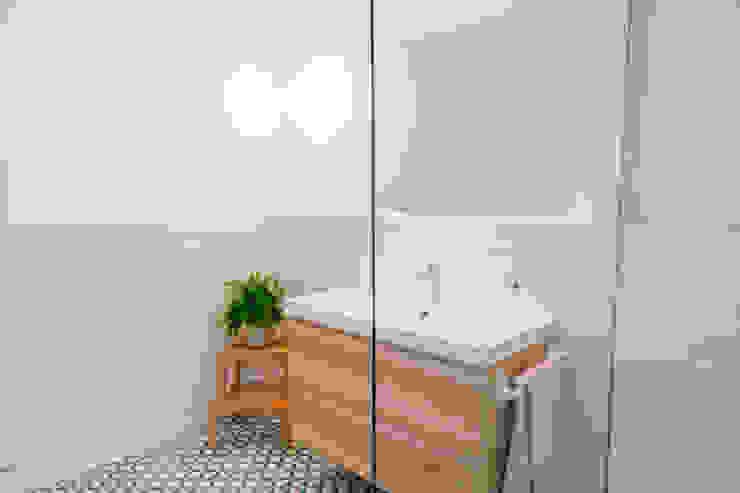 Ванная комната в стиле минимализм от Oslätt Минимализм