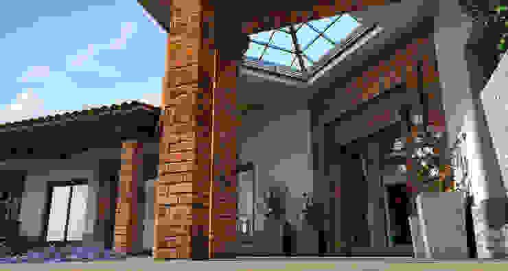 Acrópolis Arquitectura Rustic style corridor, hallway & stairs Metal Wood effect