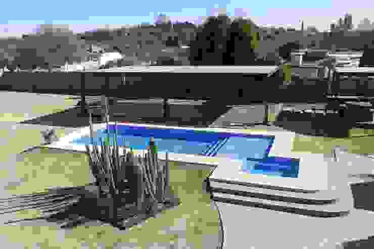 ALBERCA Jardines minimalistas de Acrópolis Arquitectura Minimalista