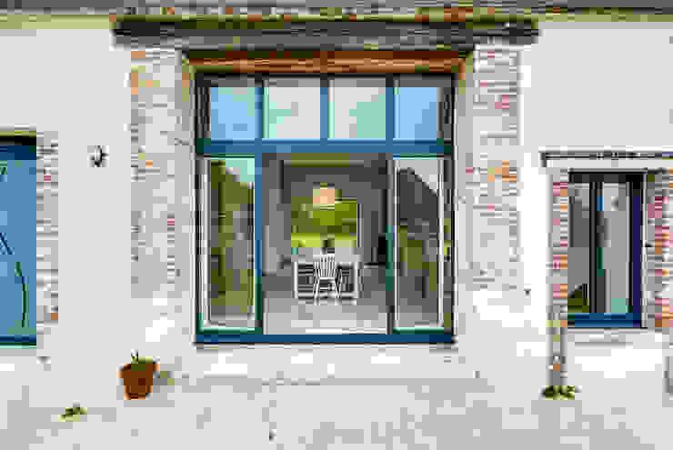 Longère Fenêtres & Portes scandinaves par blackStones Scandinave
