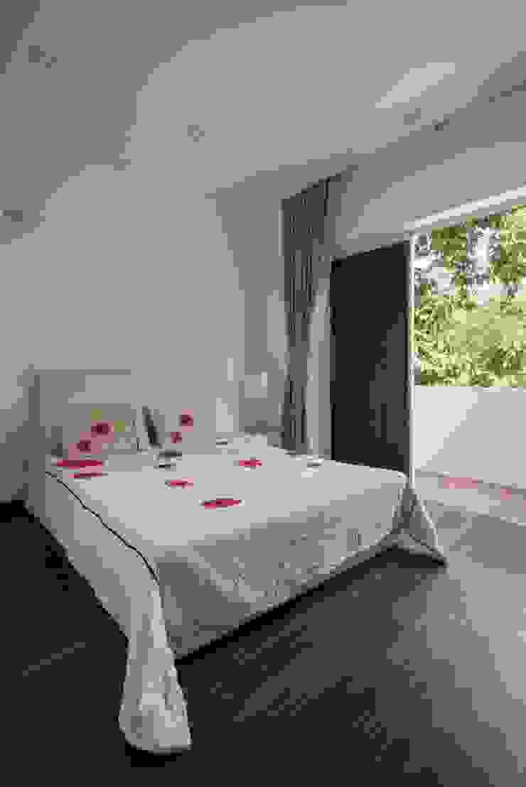 Ngắm Ngôi Nhà 1 Trệt 2 Lầu 6x8m Với Thiết Kế Mặt Tiền Đẹp, Độc Đáo Phòng ngủ phong cách hiện đại bởi Công ty TNHH Xây Dựng TM – DV Song Phát Hiện đại