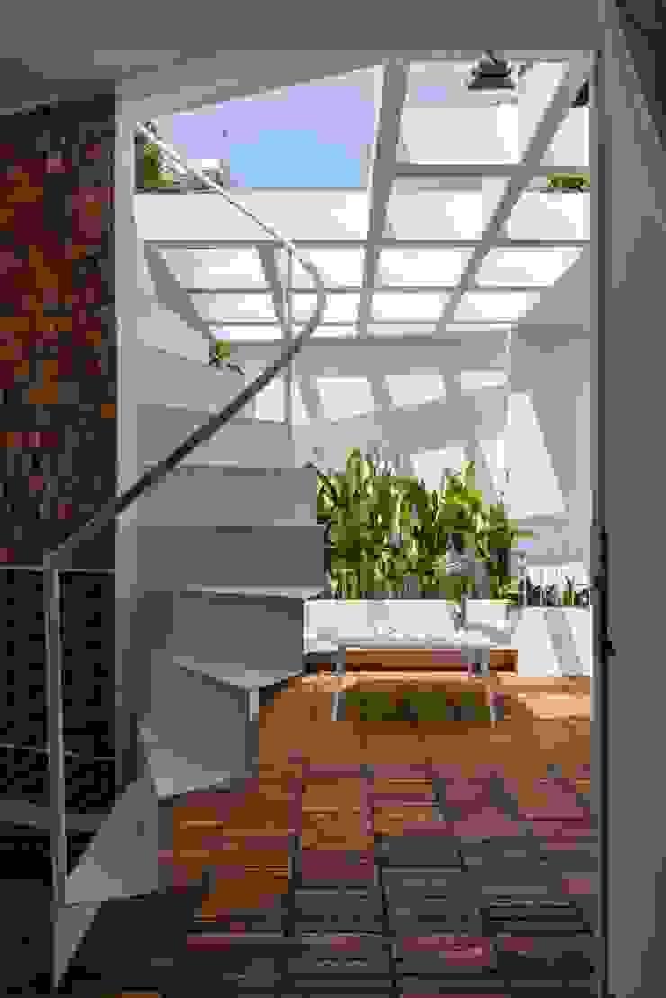 Sân thượng và khu vườn xanh mát Hiên, sân thượng phong cách hiện đại bởi Công ty TNHH Xây Dựng TM – DV Song Phát Hiện đại