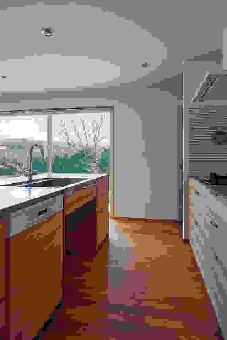 toki Architect design office Modern Kitchen Wood White