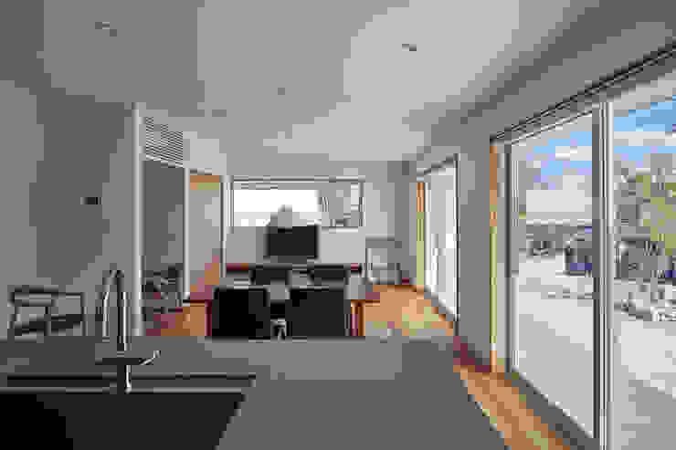 toki Architect design office Modern Living Room Wood Multicolored