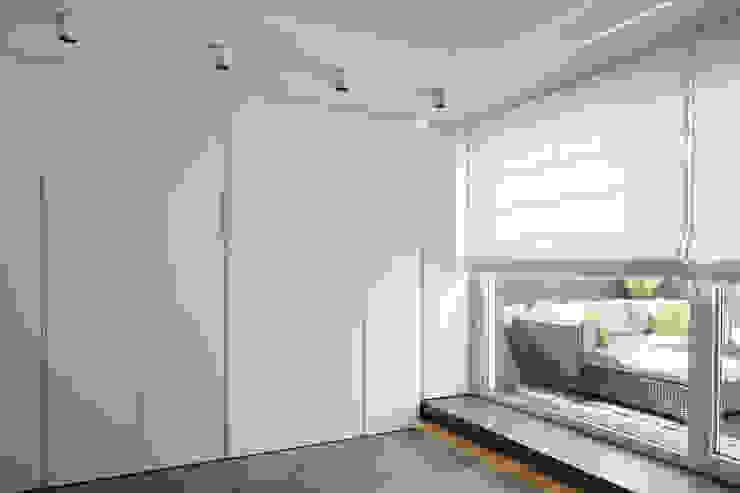 reforma vivienda en calle muelle torradoarquitectura Dormitorios de estilo moderno