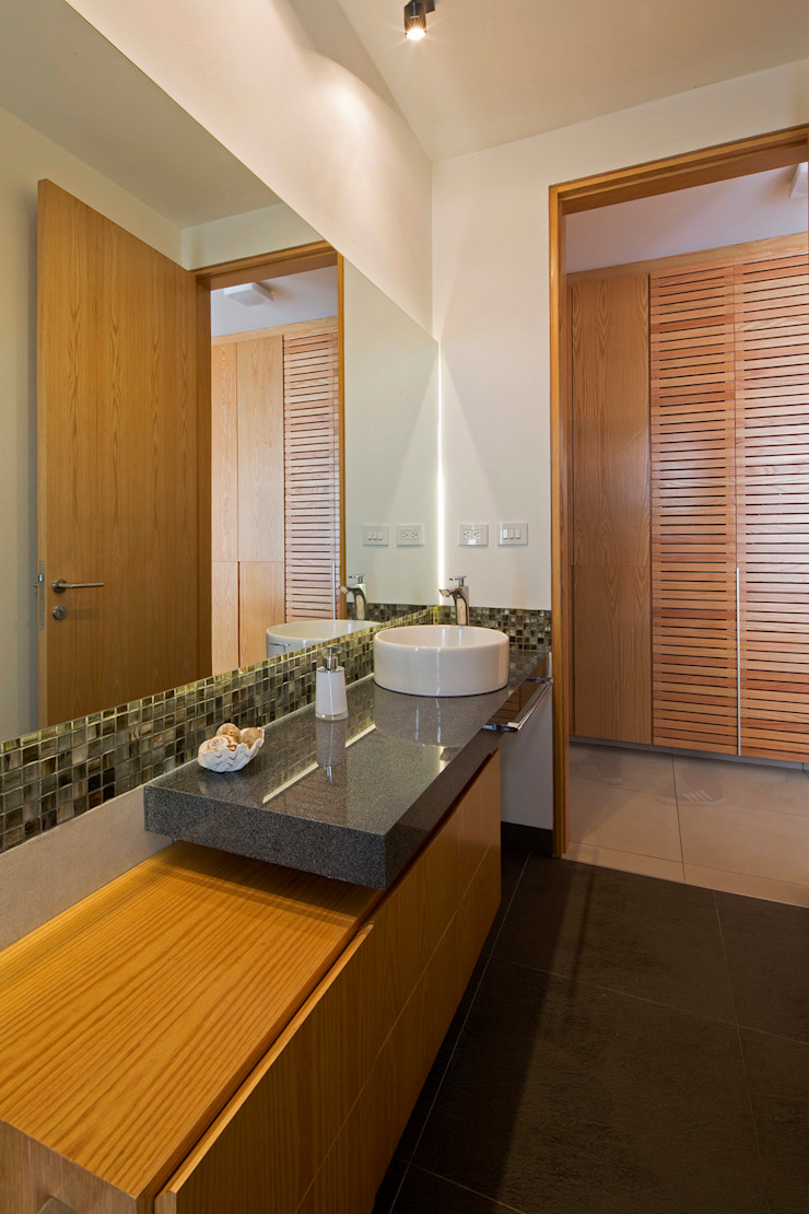Salle de bain moderne par BCA Arch and Interiors Moderne