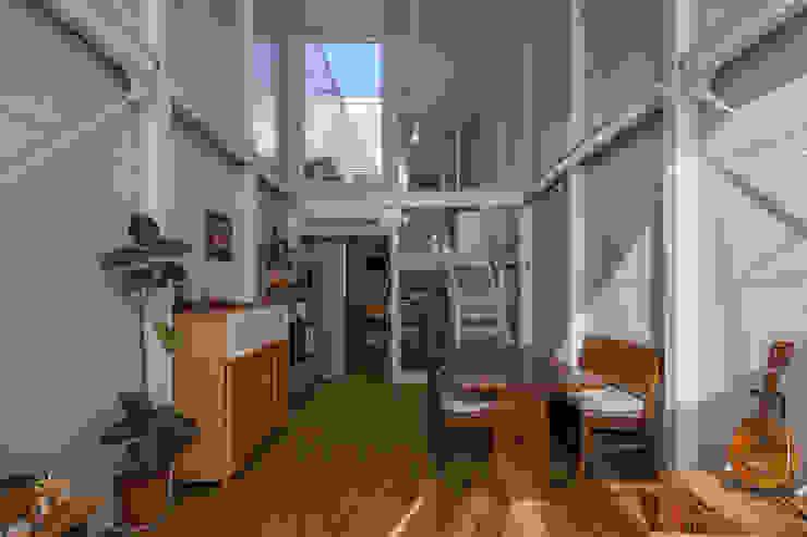 Kakko House โดย 山本嘉寛建築設計事務所 YYAA อินดัสเตรียล เหล็ก