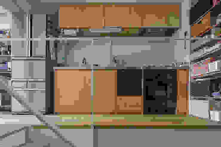 廚房 by 山本嘉寛建築設計事務所 YYAA