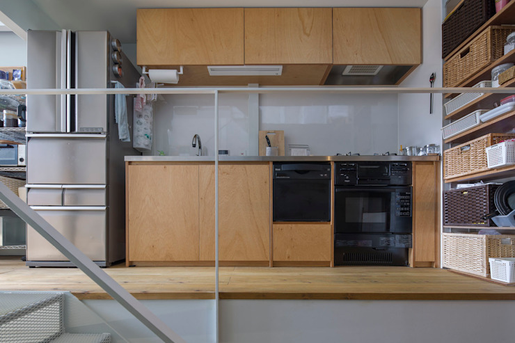 Kakko House 根據 山本嘉寛建築設計事務所 yyaa 工業風 木頭 Wood effect
