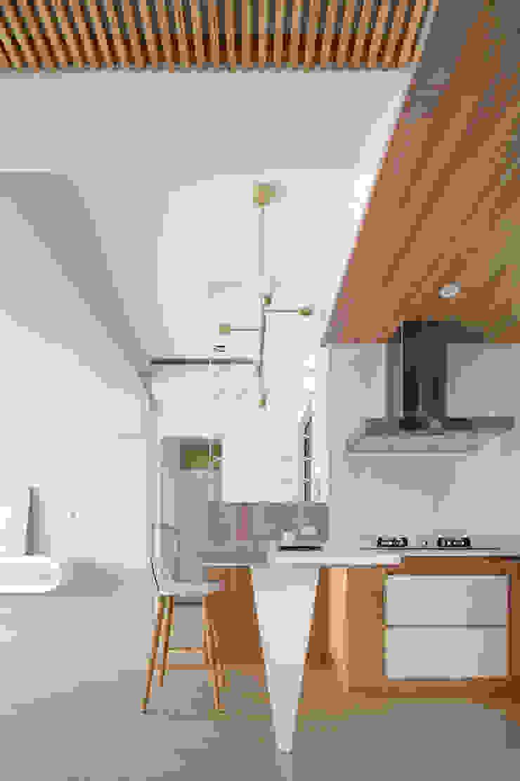 Skandinavische Küchen von 磨設計 Skandinavisch