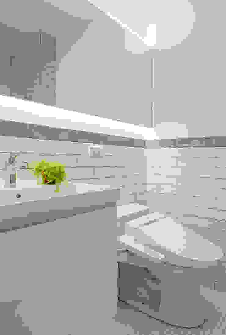 Skandynawska łazienka od 磨設計 Skandynawski