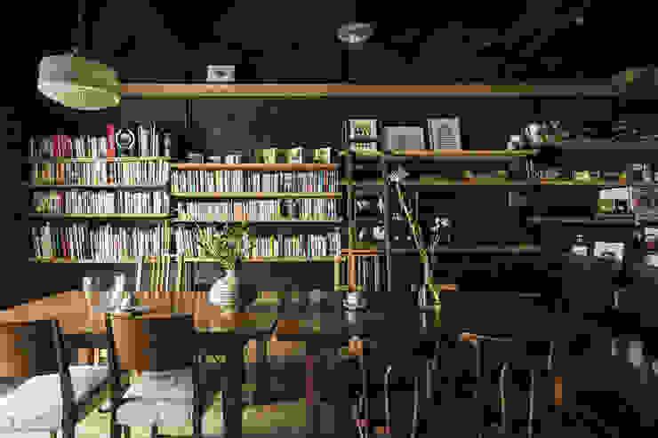 Cafe Franz Kafka 山本嘉寛建築設計事務所 YYAA ラスティックな商業空間 木 ブラウン