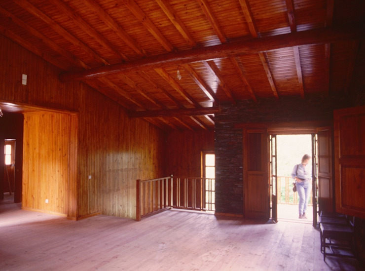 Pedro de Almeida Carvalho, Arquitecto, Lda Living room Wood Brown