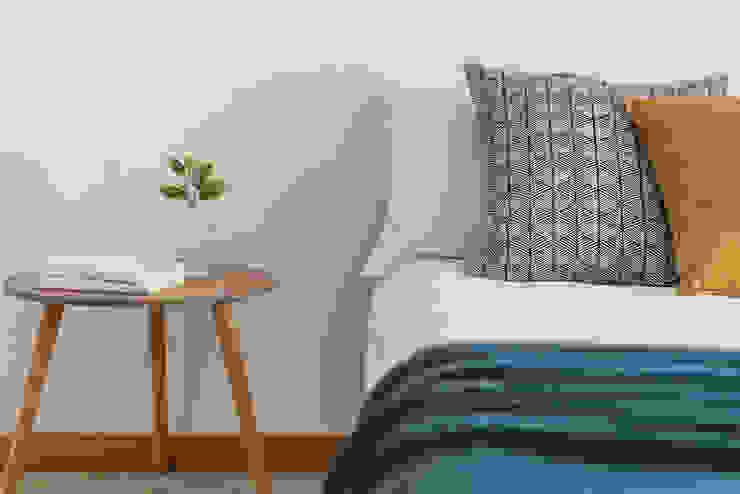Habitat Home Staging & Photography ห้องนอนโต๊ะหัวเตียง Blue