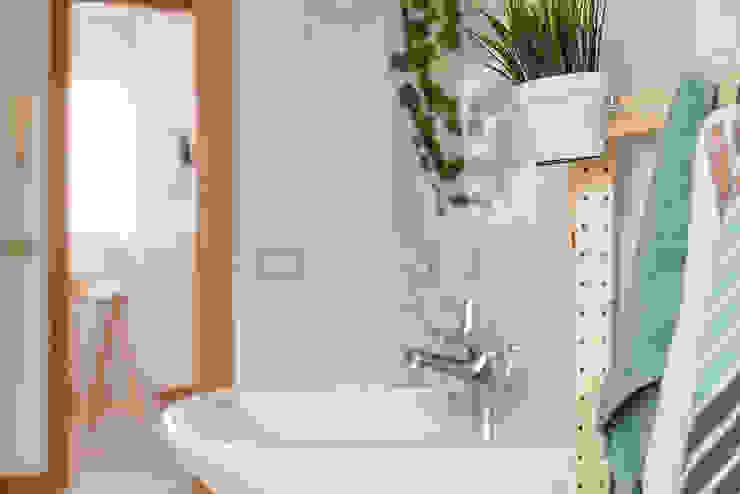 Habitat Home Staging & Photography ห้องน้ำของตกแต่ง