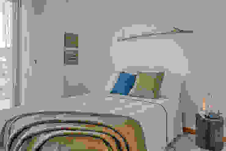 Habitat Home Staging & Photography ห้องนอนเตียงนอนและหัวเตียง Amber/Gold
