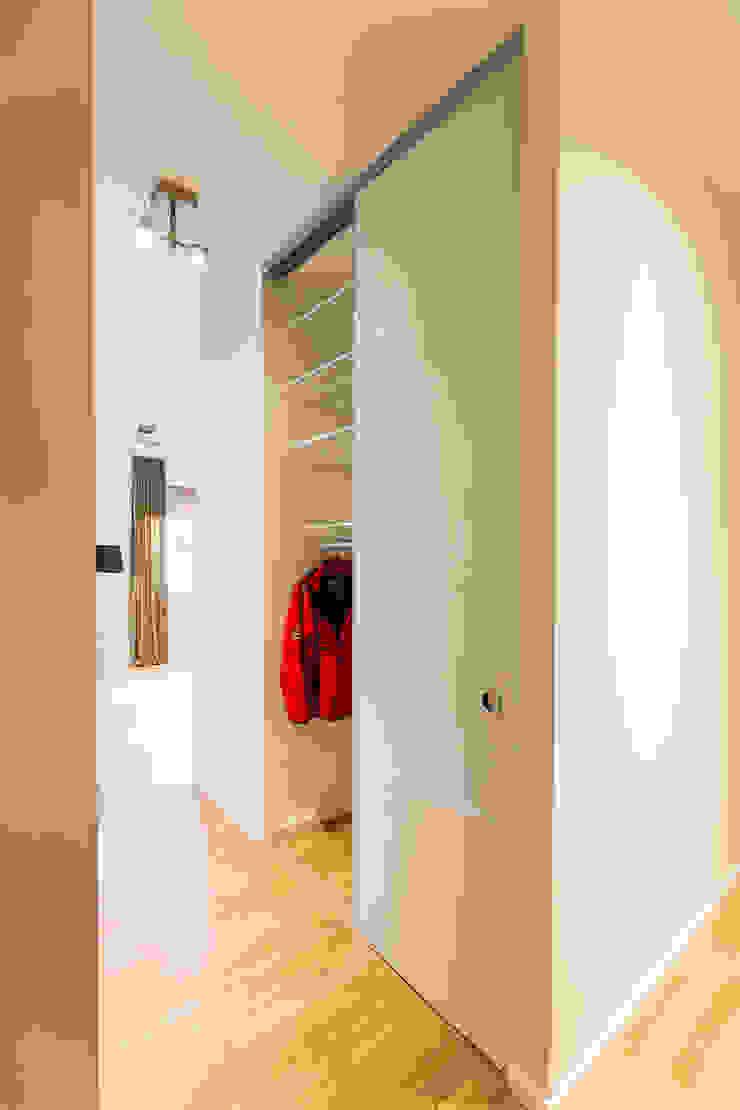 ASADA Schiebetüren und Möbel nach Maß - Ulrich Schablowsky BedroomWardrobes & closets