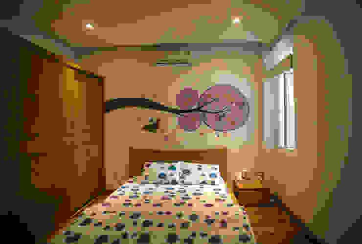 Mẫu Thiết Kế Nhà 4 Tầng 8x12m Hướng Tây Luôn Mát Mẻ Ở Gò Vấp Phòng ngủ phong cách hiện đại bởi Công ty TNHH Xây Dựng TM – DV Song Phát Hiện đại