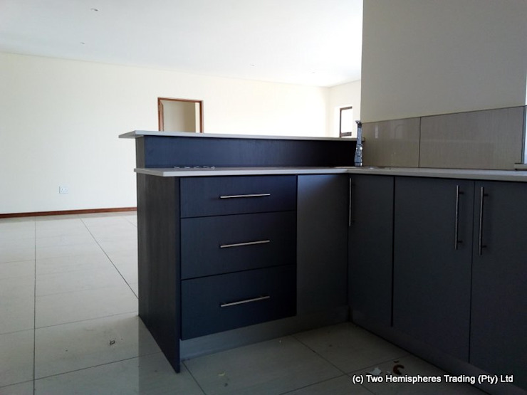 Midrand Site 3 Modern kitchen by Drake Williams Decor Modern
