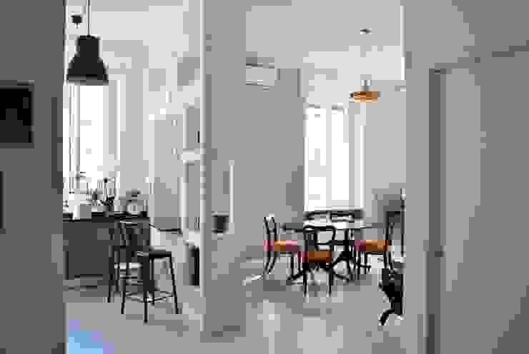 TRIESTE HOUSE Sala da pranzo eclettica di ULA architects Eclettico Legno Effetto legno