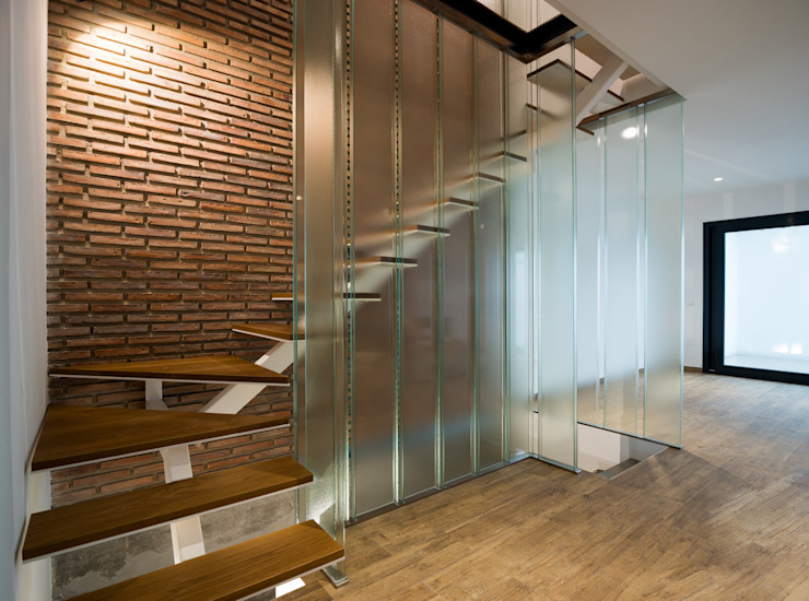 ENDOSDEDOS arquitectura Stairs Glass White
